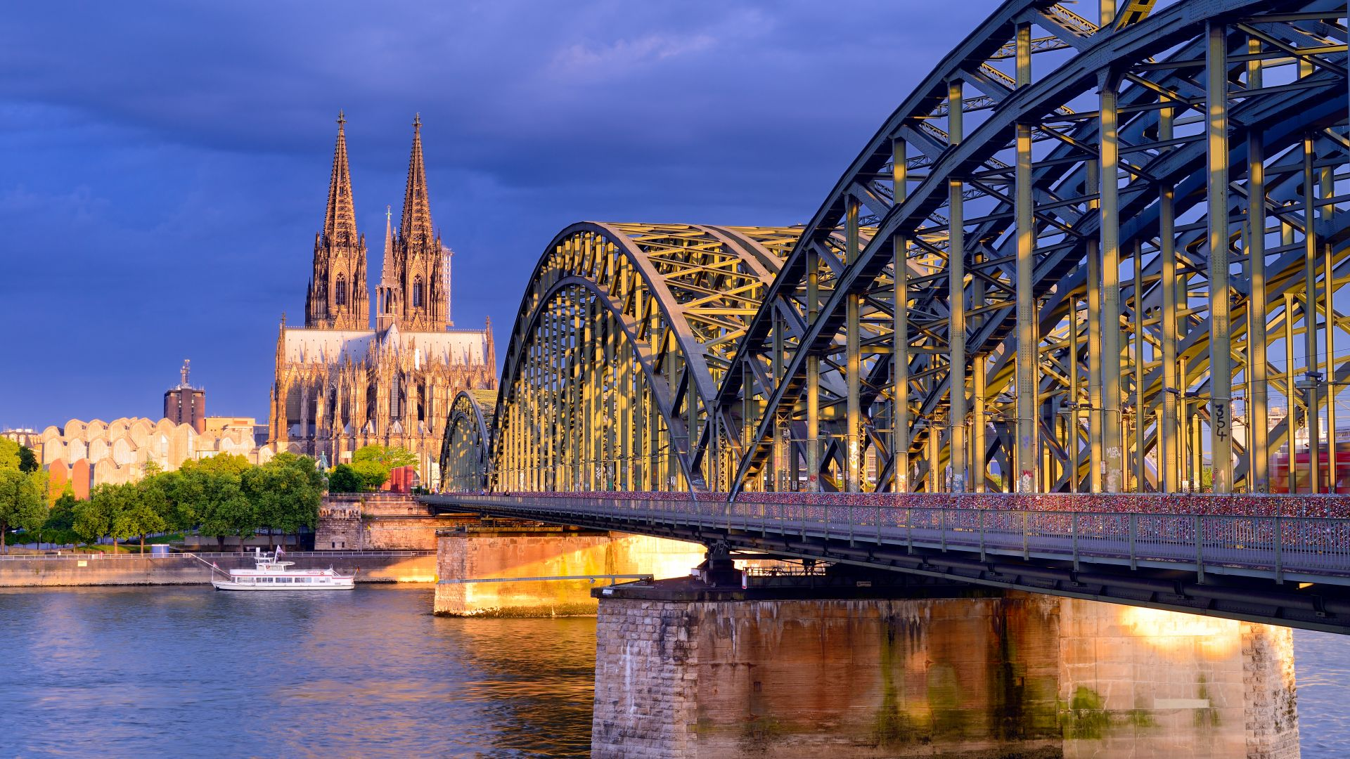 Cologne: view towards the city centre with cathedral and Hohenzollern Bridge