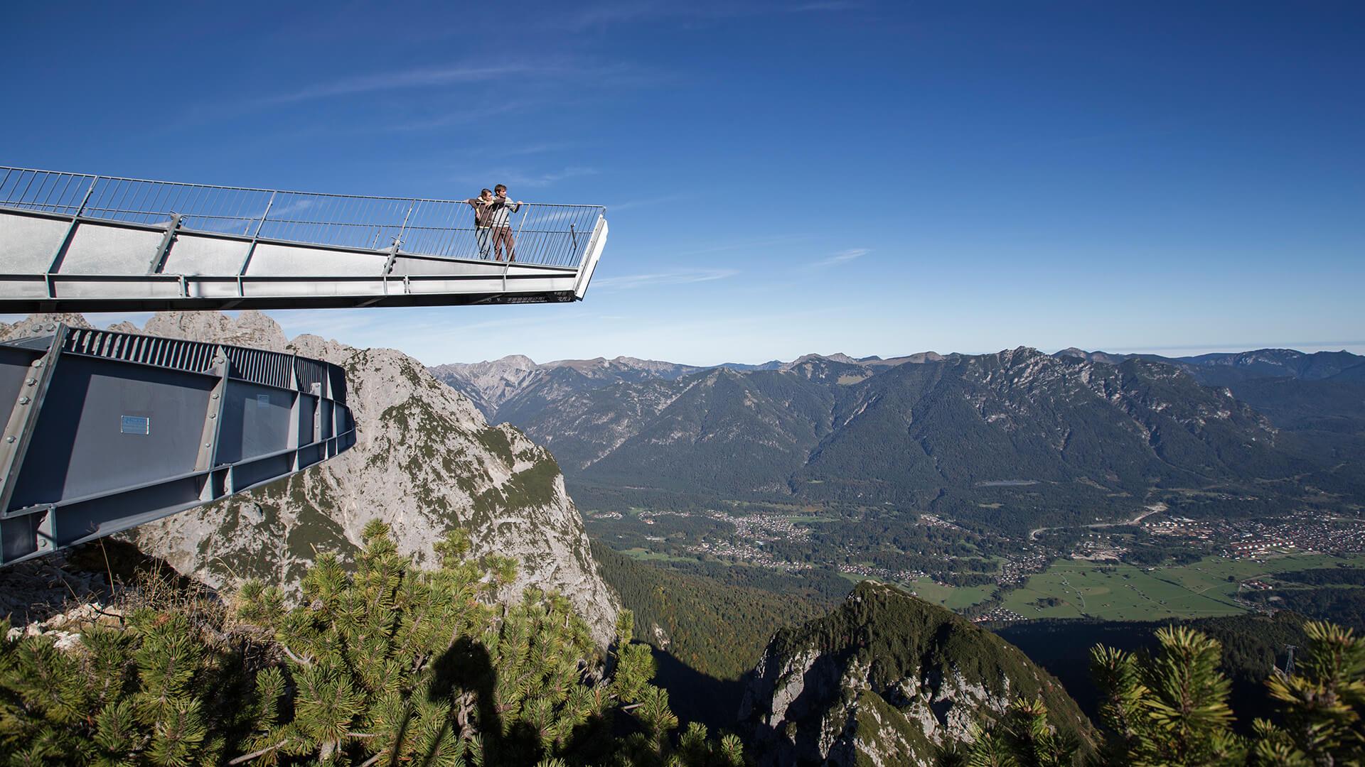 Aussichtsplattform AlpspiX vor Garmisch-Partenkirchen