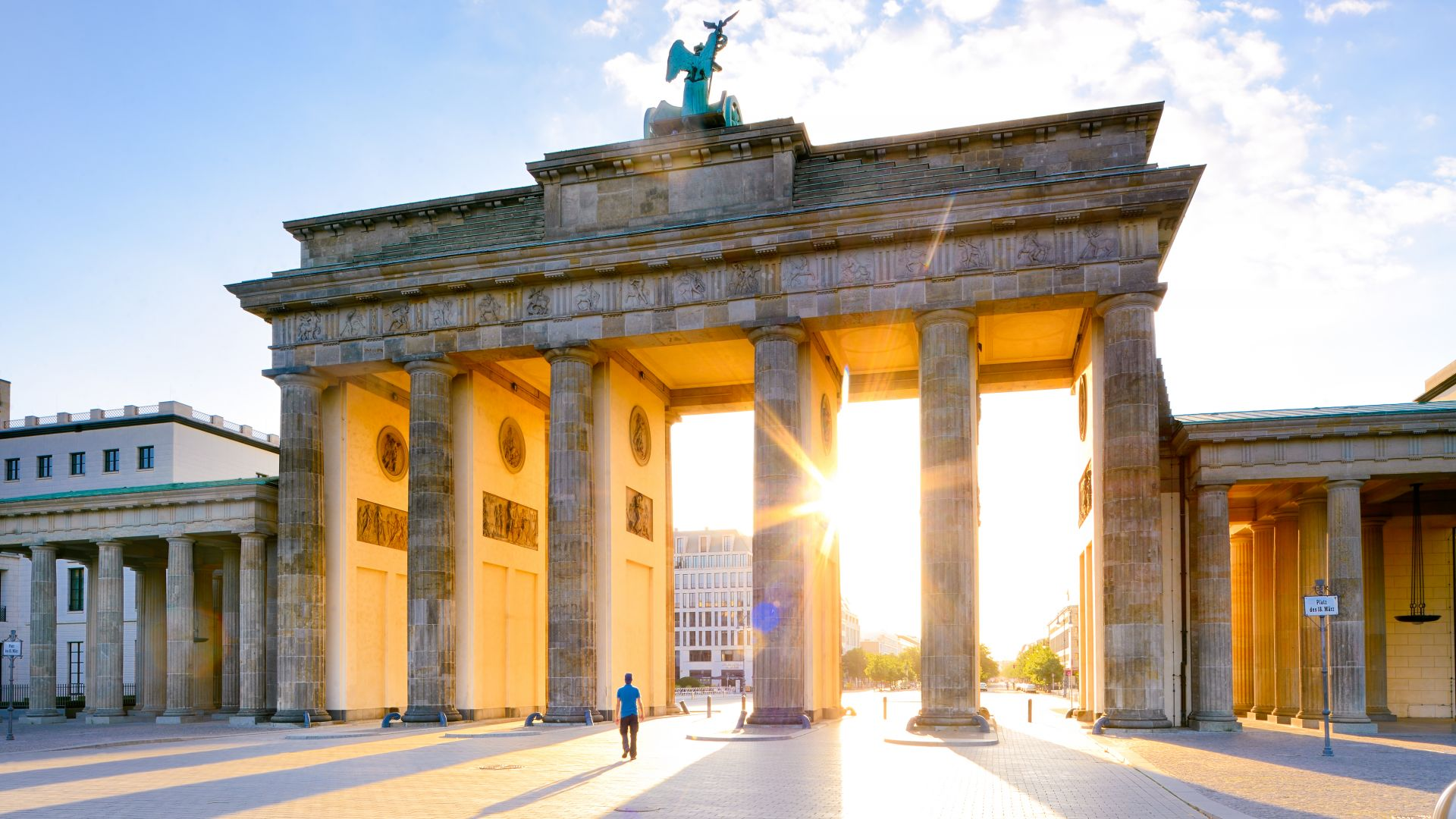 Berlin: Brandenburger Tor morning light