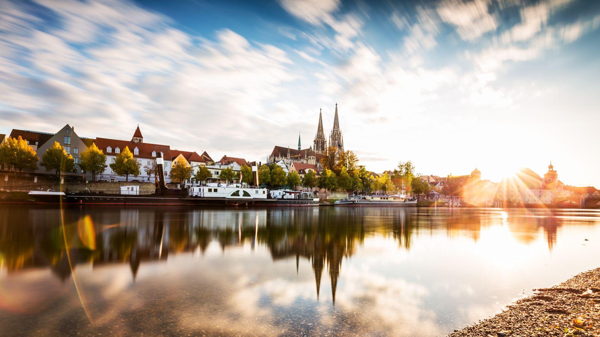 Regensburg: Donau und Skyline im Sonnenuntergang
