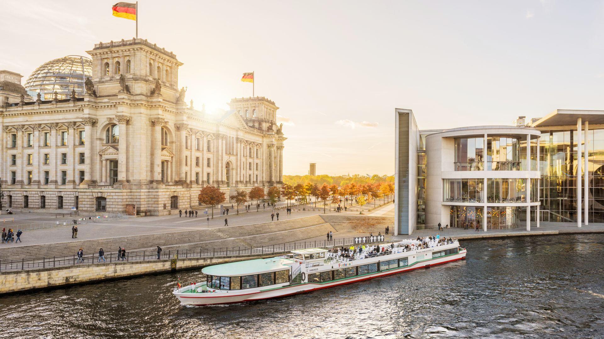 Berlin: Government district, Spree, Reichstag, Paul-Löbe-Haus, centre